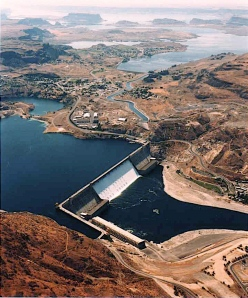 Grand Coulee Dam (photo: U.S. Bureau of Reclamation)